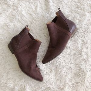 EASY SPIRIT chocolate brown pointed toe ankle boot